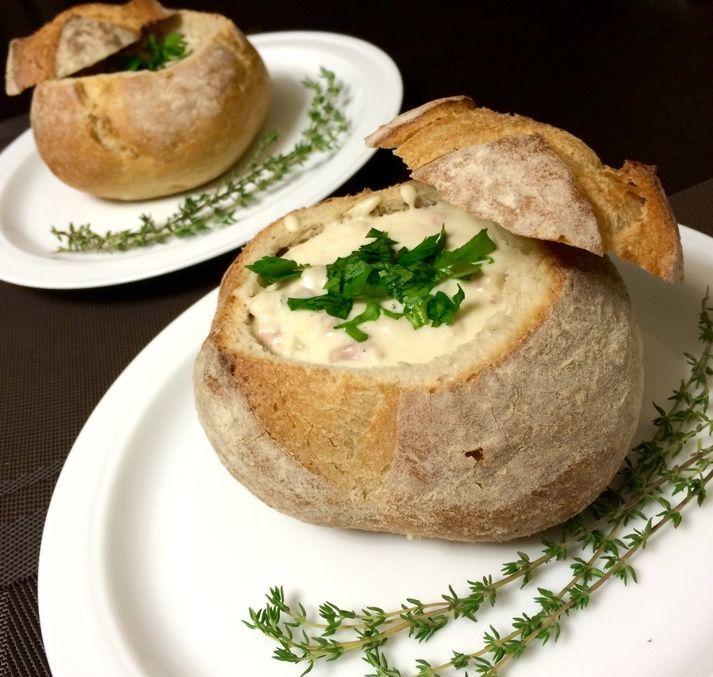 Клэм-чаудер в хлебной тарелке