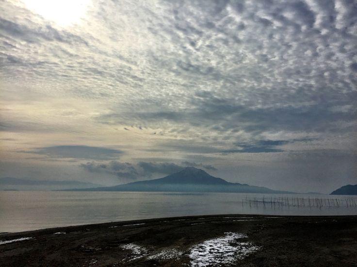 おはようございます(^o^)/  今日の桜島です。  昨日より少しは暖かくなりました。  日本サッカー、リオオリンピック出場おめでとうございます!  韓国戦に勝って1位でリオに参加したいですね!  今日も1日、元気に頑張っていきましょう!