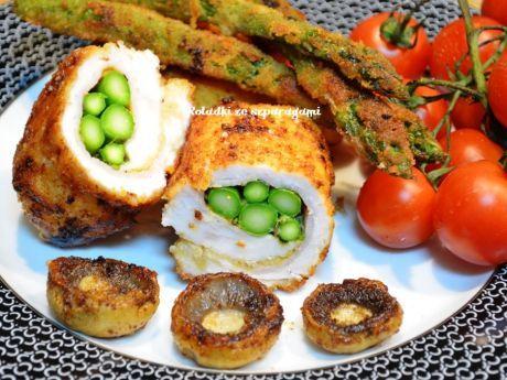 Smaczne roladki drobiowe ze szparagami, otulone szynką i przyprawione pieprzem cytrynowym. Zobacz!