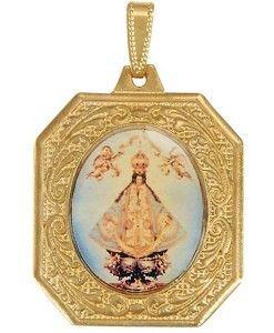 Dije en chapa de oro con la imagen de la Virgen María de San Juan de Los Lagos, una de las 3 imágenes más veneradas en Jalisco.