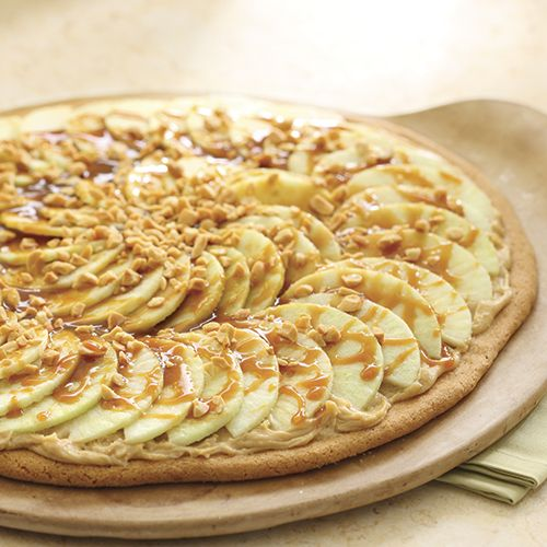 This was one of my favorite Show Recipes back in the day!  Taffy Apple Pizza - The Pampered Chef® Order online anytime!  www.pamperedchef.biz/jennifersoto
