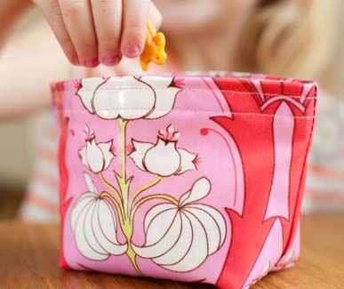 Oilcloth snack bag - free pattern download from Sewing With Oilcloth by Kelly McCants