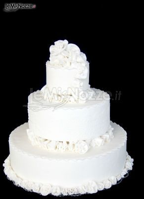 http://www.lemienozze.it/gallerie/torte-nuziali-foto/img32724.html Torta nuziale completamente bianca