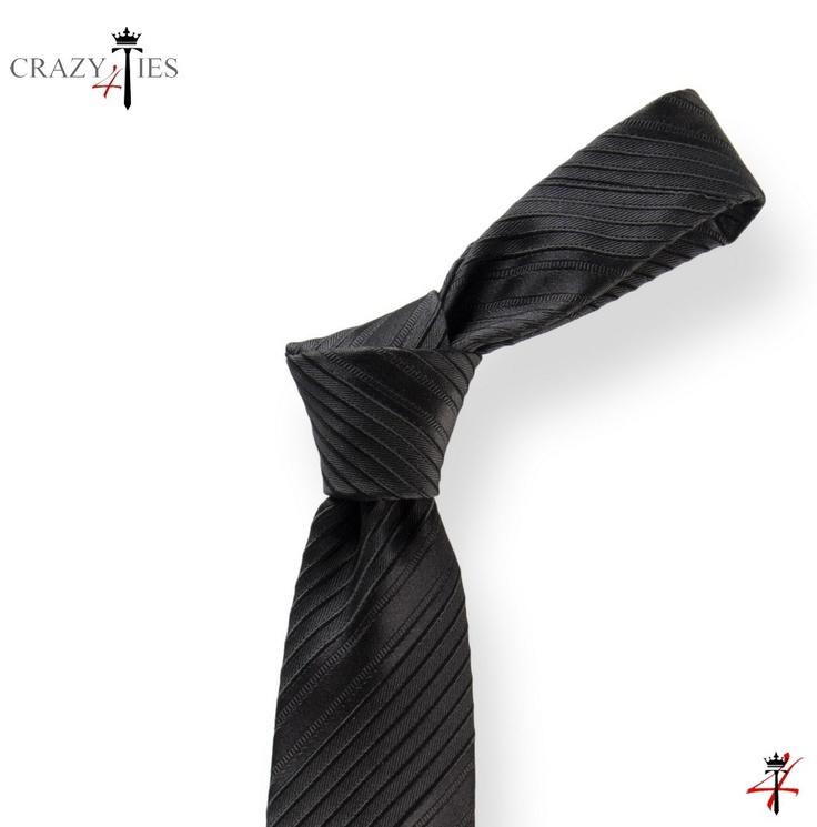 Particolare Nodo Cravatta in Seta Nera a Righe da Cerimonia Tinta in Filo