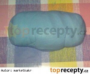 Potahovací hmota z Marshmallow,180 g marshmallow 600 g mletého cukru 2 PL studené vody 1 KL kyseliny citrónové 60 g 100% tuku(Omega,Iva,Cera) potravinářské barvivo (není potřeba) mandlové aroma