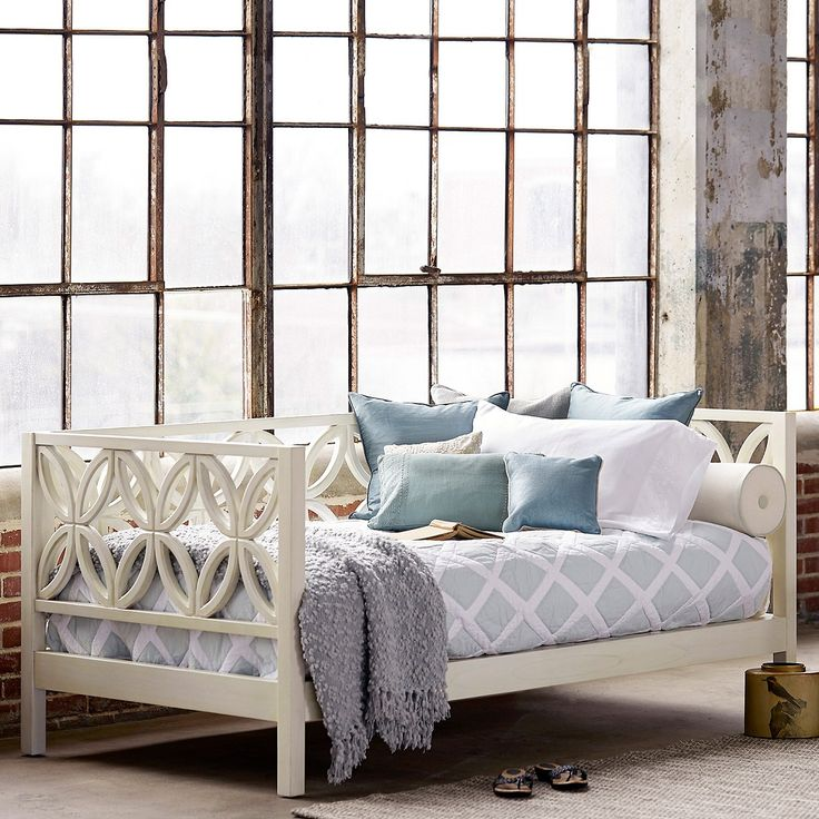 Image of: White Queen Size Daybed Frame