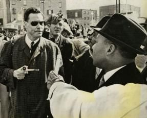 Martin Luther King Jr. affronta il leader del Partito Nazista Americano, George Lincoln Rockwell, Alabama, 1965