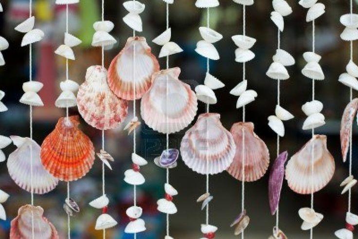 Sofern es irgendwo hinpasst, möchte ich gerne solche Vorhänge aus Schmetterlingen, Vögeln oder eben Muscheln aufhängen.   Auch als Trennvorhang bei einem Pagodenzelt oder so denkbar. Oder als Deko über den Tischen im Freien.