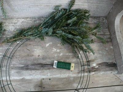 How To: Make a Christmas Wreath