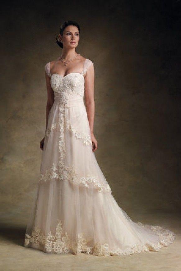 www.weddbook.com  Rina di Montella Lace Wedding Dress