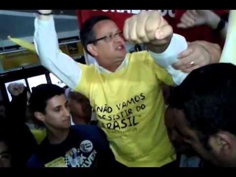 """Recepção calorosa ao futuro vice-presidente do Brasil Beto Albuquerque e a primeira palavra dele no retorno a Porto Alegre!   """"Não vamos desistir do Brasil!"""""""