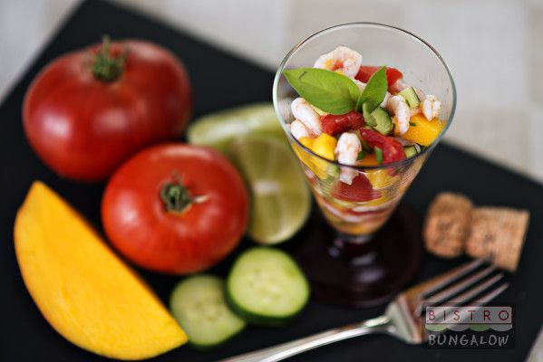 A nice refreshing recipe made ​​on the go!  Thank you Julie for this tasty and c...