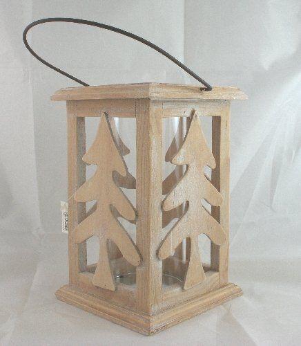 Lanterna in Legno naturale e bianco, in stile Shabby Chic, con Albero di Natale sagomato. Completo di bicchiere porta candela diam.8 cm. Lanterna alta 20 cm.