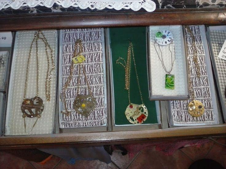 Ciondoli ricavati da meccanismi di orologi http://ericaclock.blogspot.it/p/i-miei-ciondoli.html