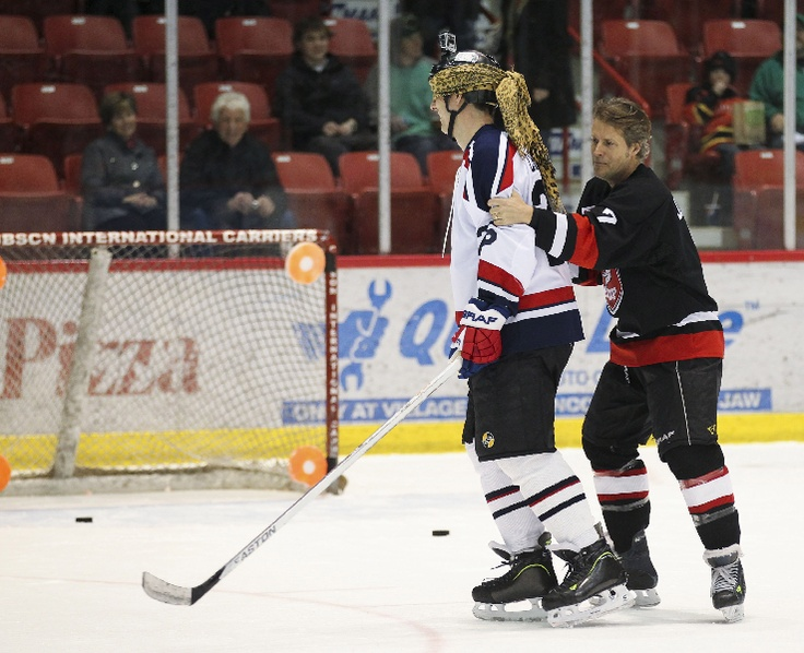 Jim Cuddy and Troy Crowder during Skills Competition at the Juno Cup.  CARAS/iPhoto