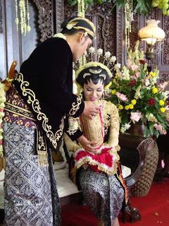 Traditional Javanese wedding customs