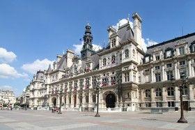 L'hôtel de ville de Paris héberge les institutions municipales de Paris depuis 1357, et est situé, place de l'Hôtel-de-Ville, dans le 4e arrondissement de Paris. Ce site est desservi par les stations de métro Hôtel de Ville et Châtelet.