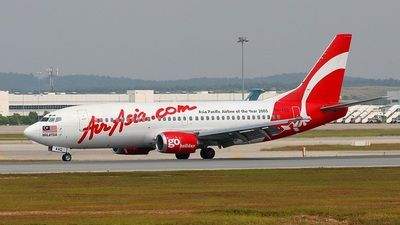 AirAsia (MY) Boeing 737-3T0 9M-AAQ aircraft, with the sticker ''Air Asia Com.'' in red letters, ''Asia Pacific Airline of the Year 2003'' in black letters on the airframe, skating at Malaysia Kuala Lumpur Sepang Internationasl Airport. 31/01/2005.