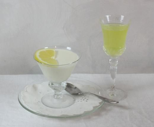 Limoncello Panna Cotta, an easy and delicious dessert for all seasons.