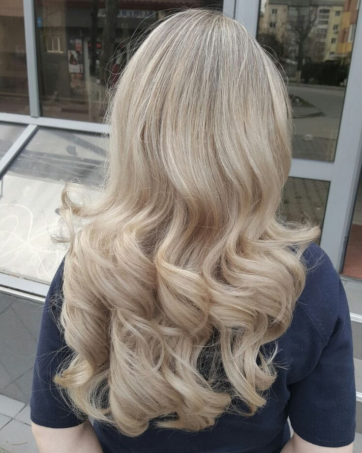 Color of the day! #wella #colortouch #blondhair #highlights #naturalrootbs #hairbyanabran