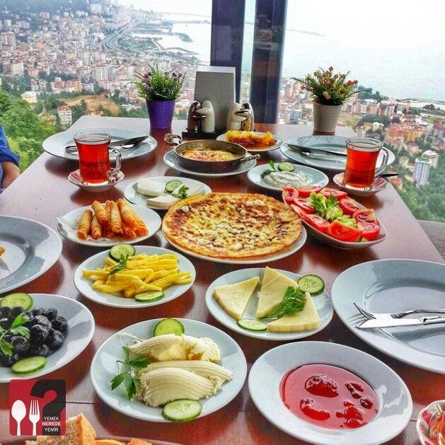 Serpme Kahvaltı - Şahin Tepesi Restaurant / Rize   Çalışma Saatleri 09:00-00:30 ☎ 0 464 212 1653  25 TL /  Kişi Başı ▫  Alkolsüz mekan  Her saat kahvaltı servisi yapılmaktadır.  Fotoğaftaki görsel 4 kişiliktir.