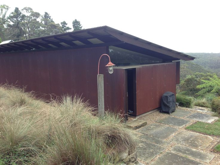 Glen Murcutt designed shack for Jenny Kee in the Blue Mountains - Roof rafter detail