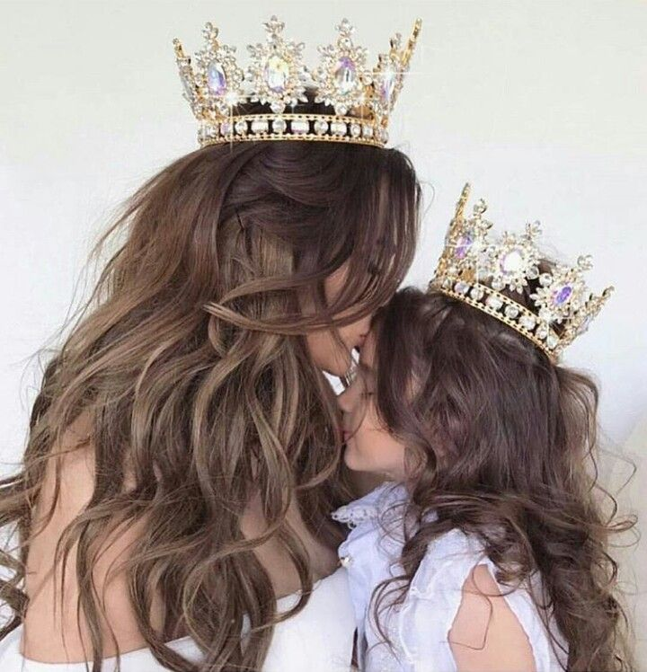 Queen & princess crown pic -- super duper cute mother/daughter photo idea