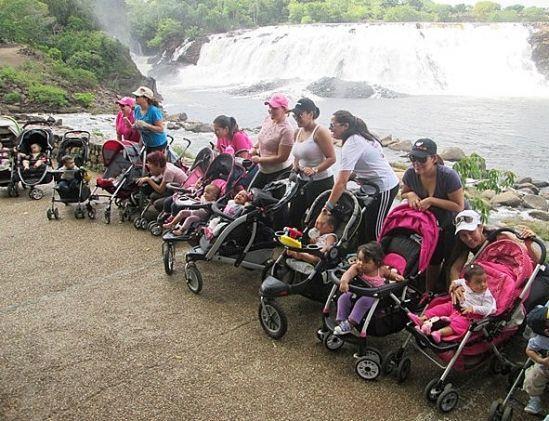 Las mamás hacen deporte mientras pasean a sus hijos, una práctica que cada vez agrupa a más seguidoras