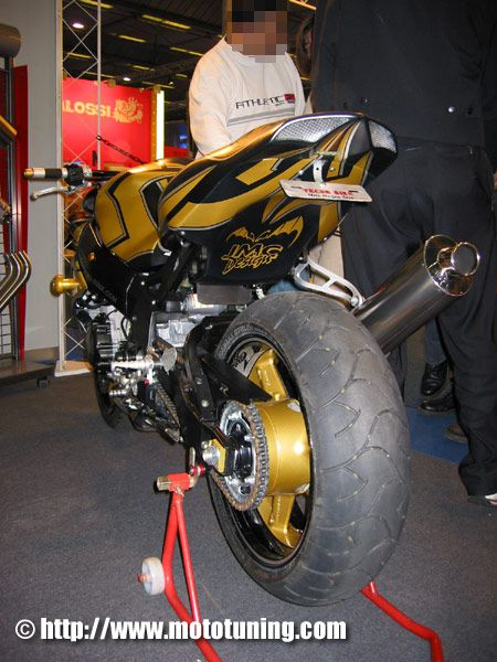 R Street - Moto Tuning.com