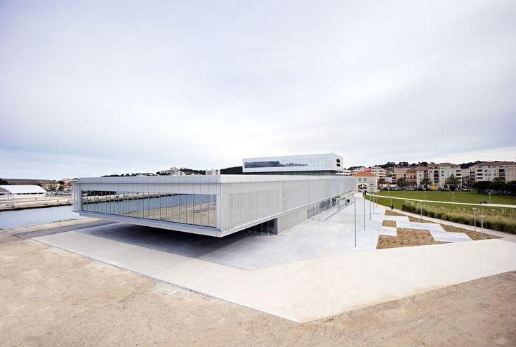 Проект здания казино во Франции от студии DATA Architectes http://archiq.ru/proekt-casino-la-seyne-ot-stydii-data/