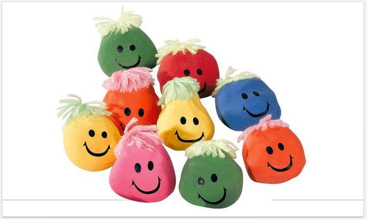 Heb je stress? Een stressbal helpt echt! Gewoon een ballon opvullen met zand , rijst, of bloem toe maken een gezichtje op tekenen wat wol op hangen en klaar.( niet bestemd voor te kleine kindjes )