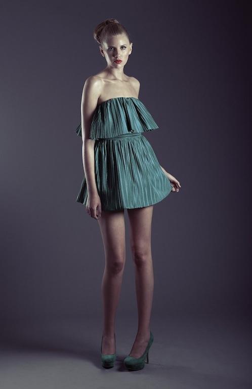 Crop Top de tela plisada verde esmeralda, falda globo corta de tela plisada verde esmeralda