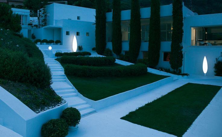 Lámparas pie iluminación LED exterior de la firma VIBIA