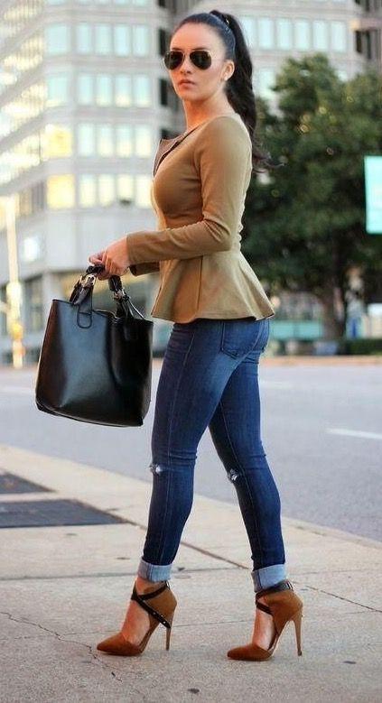 Jeans. Blazer y zapatos camel. Interesante combinación