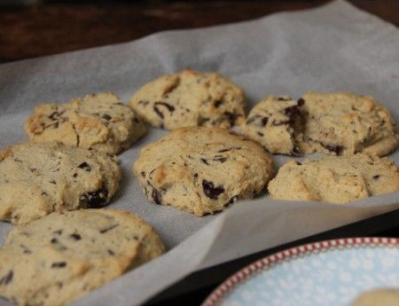 Gluten-Free Chocolate Chip Cookies via @iquitsugar