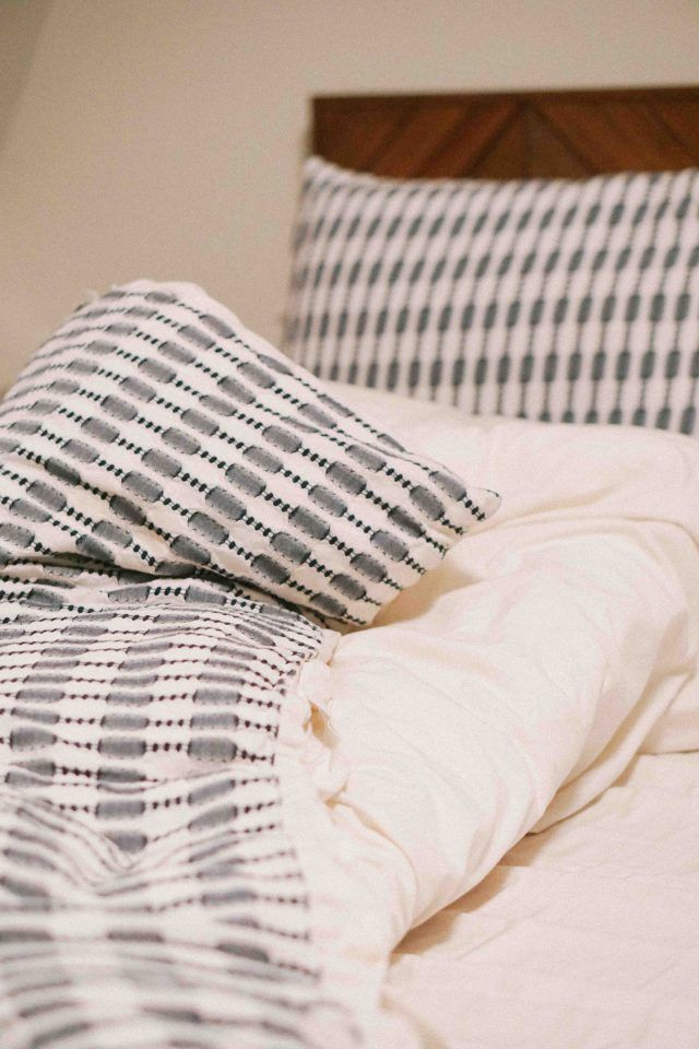 A Guide to Buying Bedding | how to buy bedding | good sheets | live comfortably | Kayla's Five Things