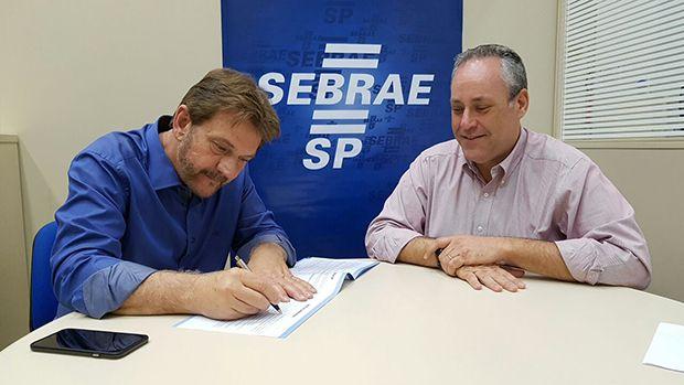 Mourão foi ao Sebrae assinar termo de compromisso