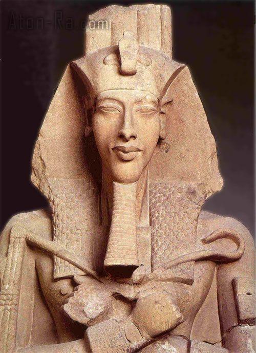ritratto di Akhenaton, ca 1348 a. C. Pietra calcarea. Frammento di pilastro dal tempio di Aton a Karnak. Il Cairo, Museo Egizio.