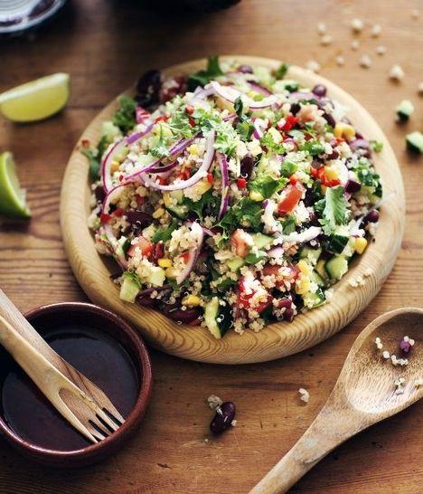 Perulainen Kvinoa-kidneypapusalaatti