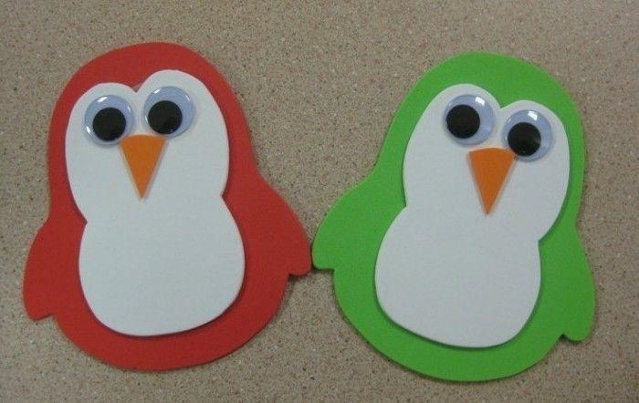 pingousin vert et roge, des yeux mobiles triangle orange en guise de nez, idée activité manuelle matenrelle