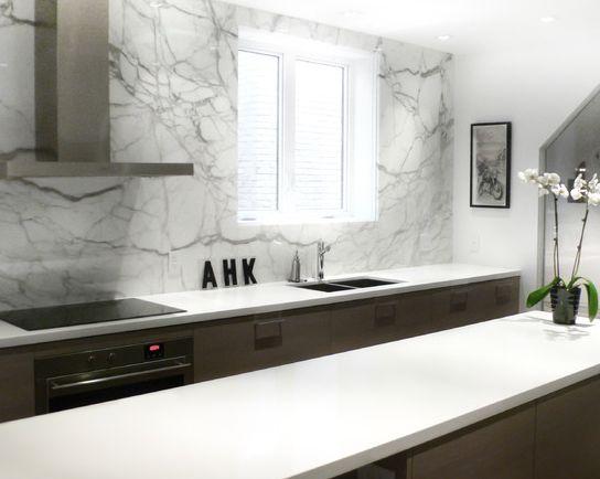Caesarstone Blizzard with marble backsplash. Design & Photo: Croma Design Inc.