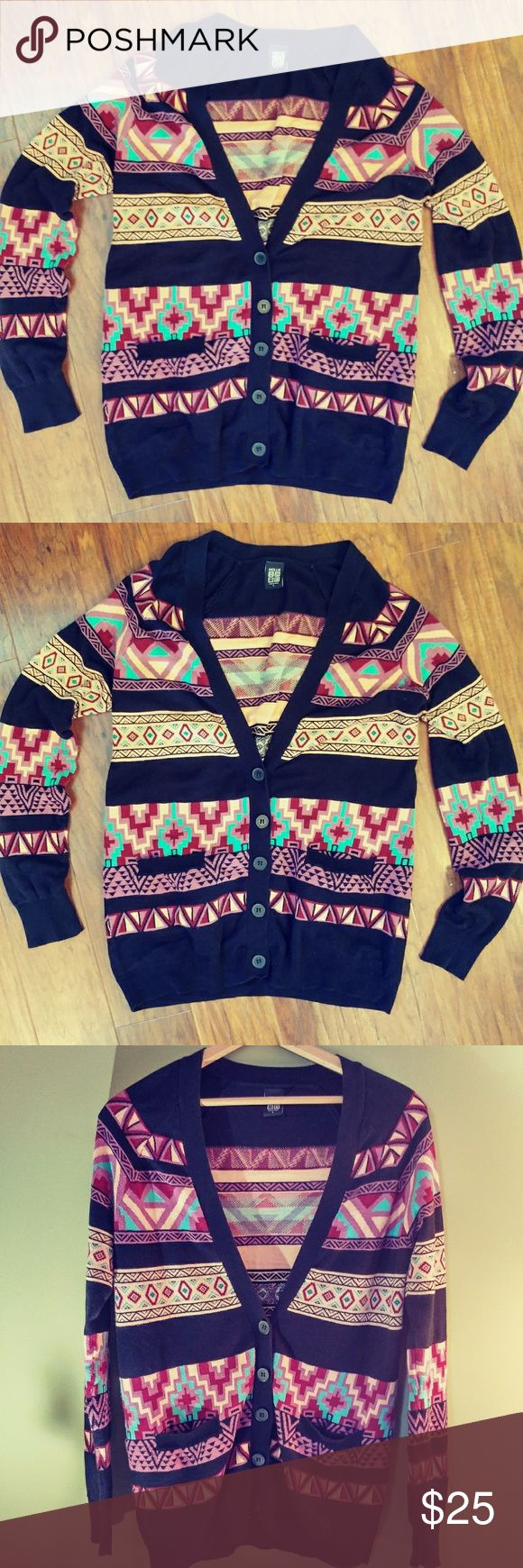 💠NOLLIE CARDIGAN💠 EUC AZTEC PRINT CARDIGAN, this is a lil big on me this measures 29 inches long. Feel free to ask me any questions. Bundle for better discount Nollie Sweaters Cardigans