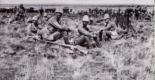 A group of soldiers from the Royal Canadian Regiment rest on their way to Paardeberg, February 1900.