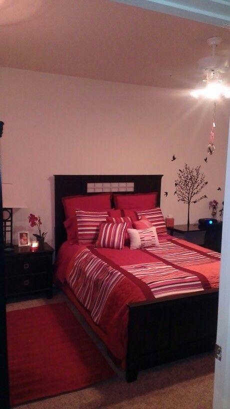 best 25 fuschia bedroom ideas on pinterest jewel tone bedroom jewel tone room and magenta walls