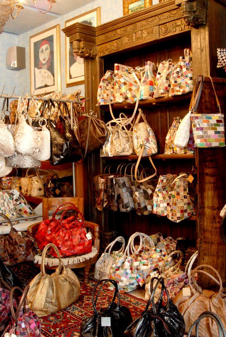 Azienda artigianale accessori pregiati in pelle Arianna Pangrazi #marcafermana #monteurano #fermo #marche