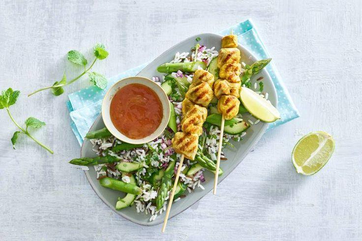 Kijk wat een lekker recept ik heb gevonden op Allerhande! Pittige kipspiesjes met zoete chutney en asperge-rijstsalade