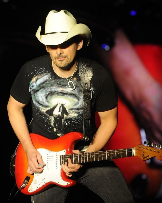 Celebrity by Brad Paisley - Songfacts