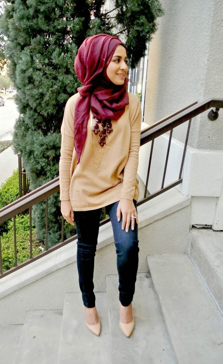 A good inspiration to wear a simple outfit with necklaces