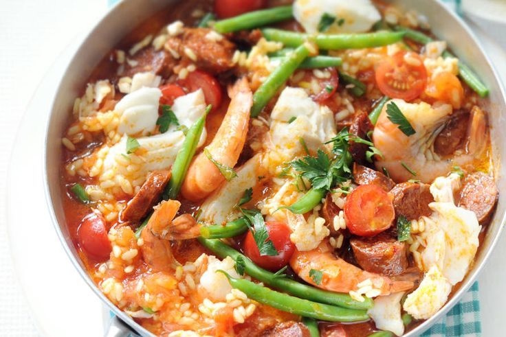 Kijk wat een lekker recept ik heb gevonden op Allerhande! Half-uurtje paella met vis