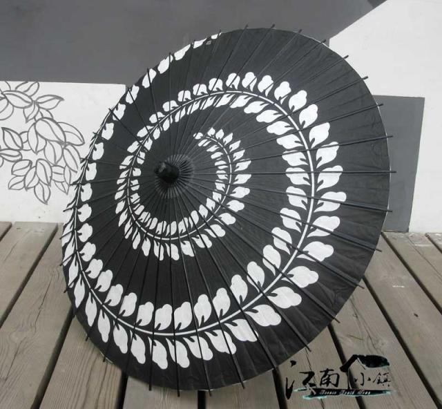 84cm 1 piece Black and white vortex Oil paper Umbrella Japanese Long White Handle Cosplay Geisha Umbrellas Men Handicraft-in Umbrellas from Home & Garden on Aliexpress.com